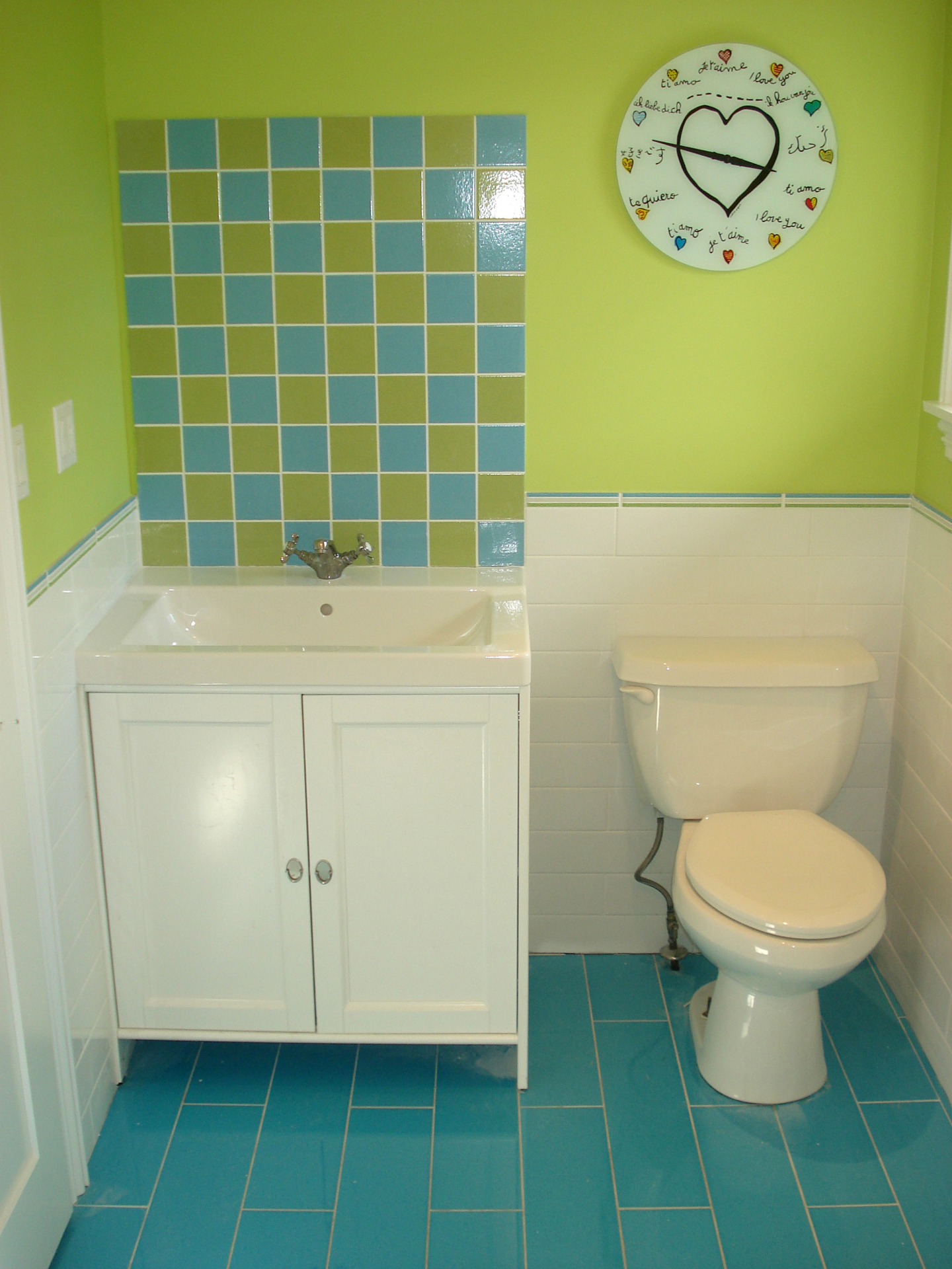 Bathrooms impressions painting for Bathroom decor light green